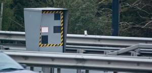 Systeme antiradar a appliquer sur les plaques dimmatriculation